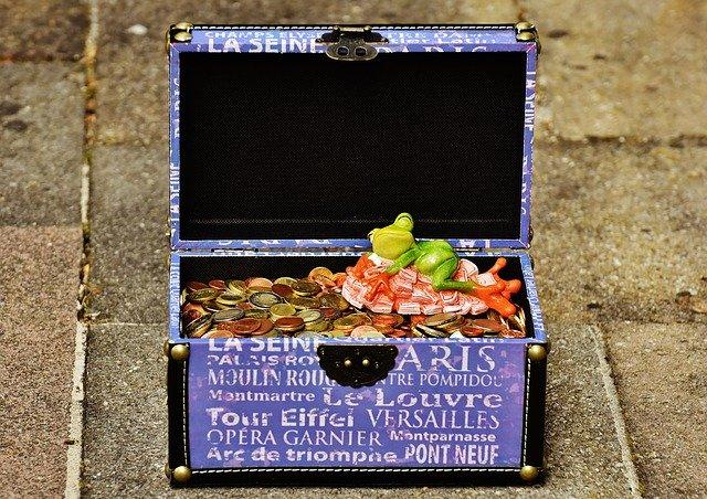 krabice s penězi