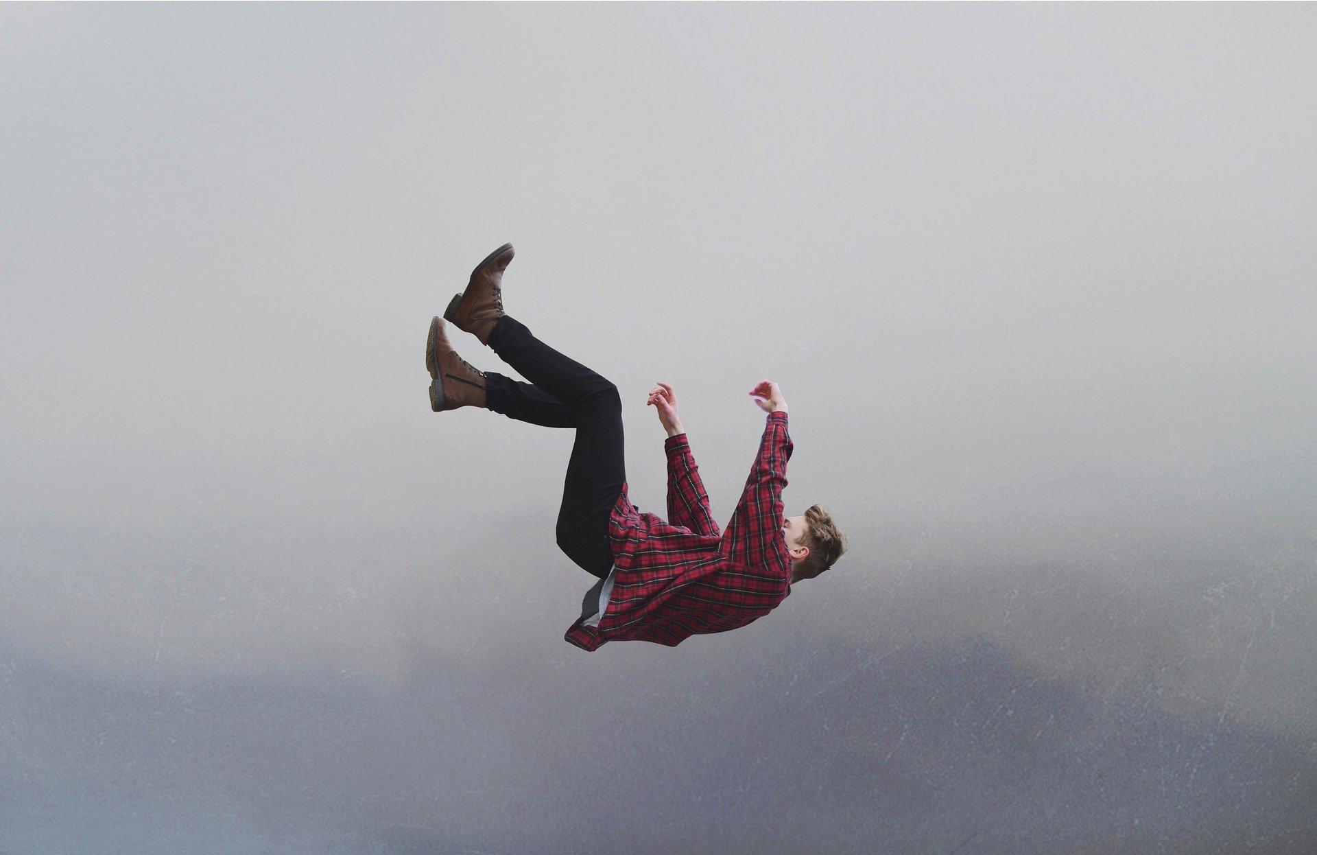 padající muž