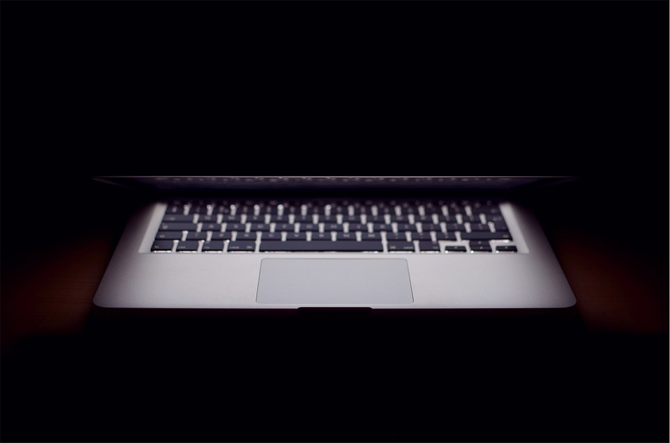 zavírání notebooku